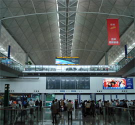 Photo du Hall arrivée de l'aeroport Chek Lap Kok - Photo Guillaume Duchene © Sejour-Chine.com
